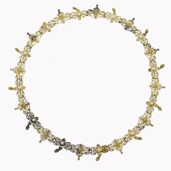 1003: RENAISSANCE REVIVAL GOLD AND SEED PEARL NECKLACE