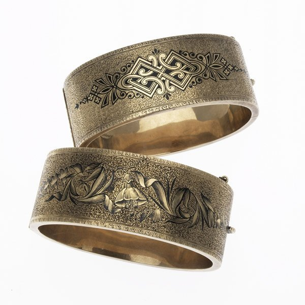 1013: EXCEPTIONAL PAIR OF ENAMELED GOLD CUFFS