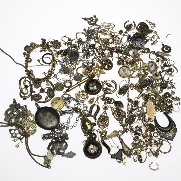1015: ANTIQUE JEWELRY FINDINGS & FRAGMENTS