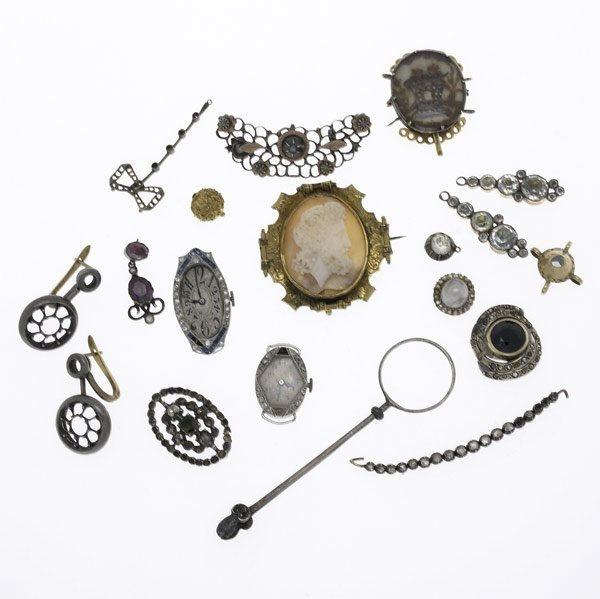 1020: ANTIQUE JEWELRY FINDINGS & FRAGMENTS