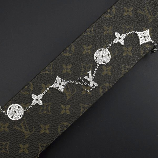 1323: LOUIS VUITTON DIAMOND 'MONOGRAM' BRACELET
