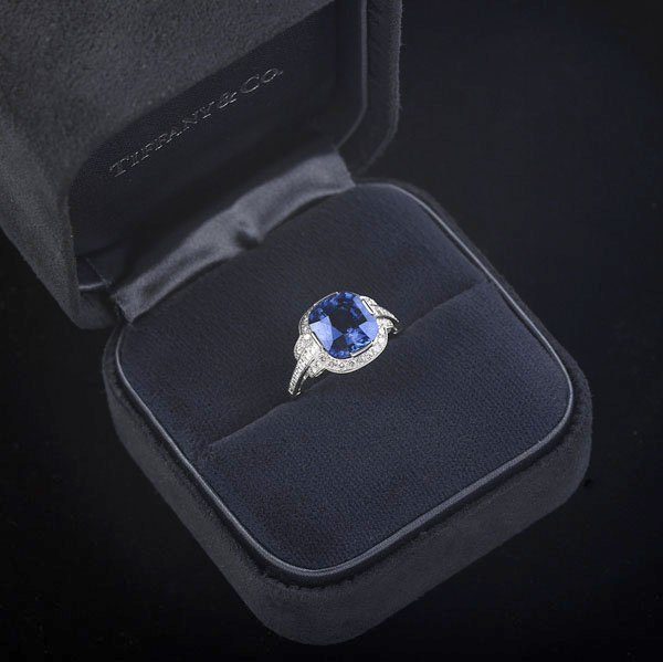 1329: IMPORTANT TIFFANY & CO. DIAMOND & SAPPHIRE RING