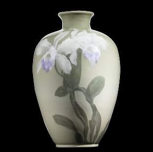19: ALBERT VALENTIEN / ROOKWOOD Iris glaze vase