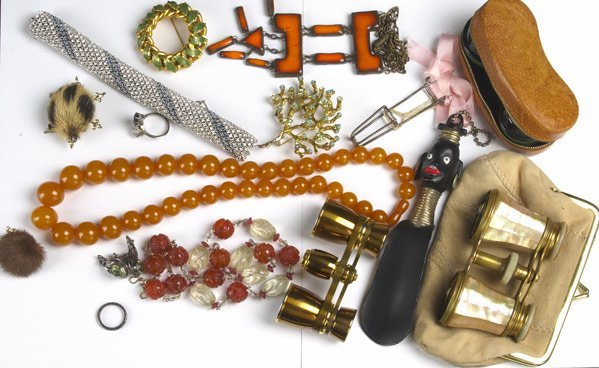 2: COLLECTION OF BIJOUX AND ACCESSORIES