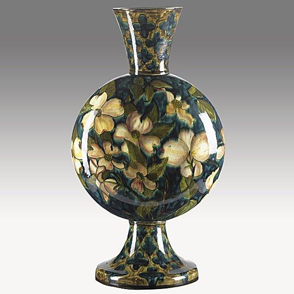 9: JOHN BENNETT Footed pillow vase