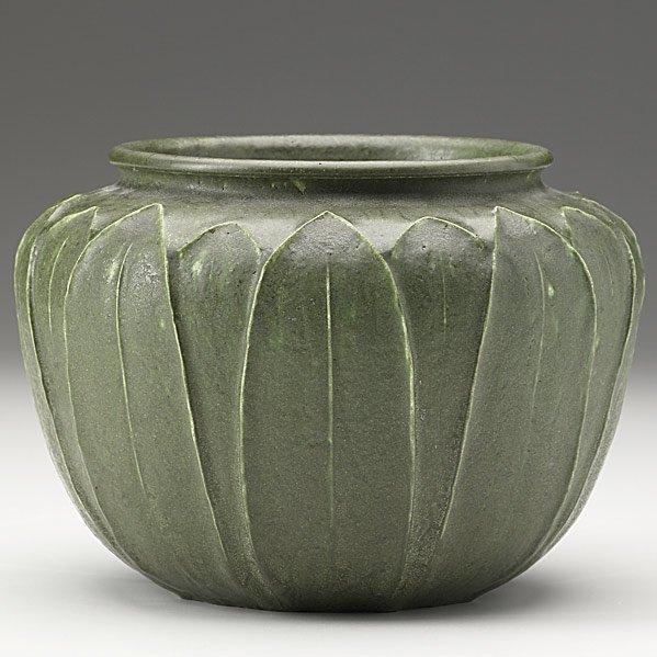 18: GRUEBY Squat matte green vessel
