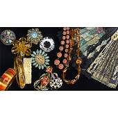 264: LARGE COLLECTION OF VINTAGE JEWELRY