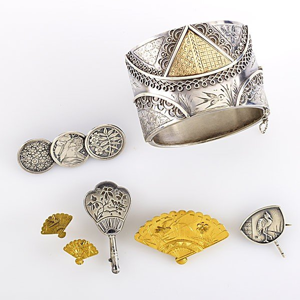 1022: JAPANESQUE GOLD AND SILVER JEWELRY