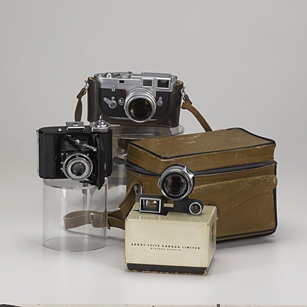 713: VINTAGE CAMERAS AND EQUIPMENT