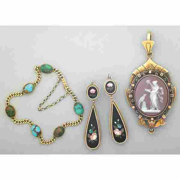 2012: VICTORIAN 14K GOLD AND HARDSTONE JEWELRY