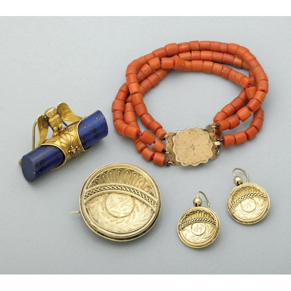 2013: ARCHEOLOGICAL REVIVAL GOLD OR CORAL JEWELRY