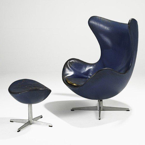 626: ARNE JACOBSEN; Egg chair and ottoman