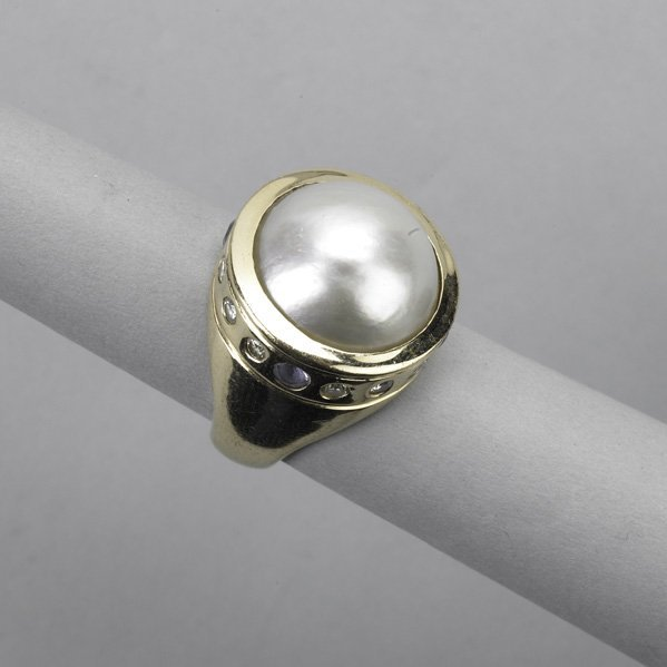 2006: MABE PEARL, DIAMOND AND TANZANITE RING