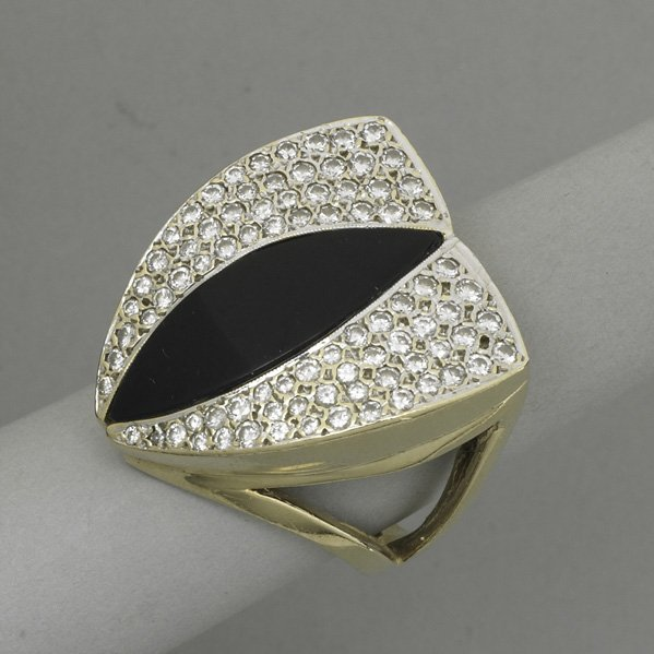 2008: MINIMALIST DIAMOND AND ONYX 14K GOLD RING