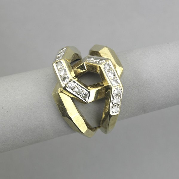 2009: 14K GOLD AND DIAMOND RING