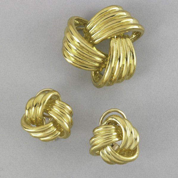 2012: 18K YELLOW GOLD ''KNOT'' BROOCH AND EARRINGS
