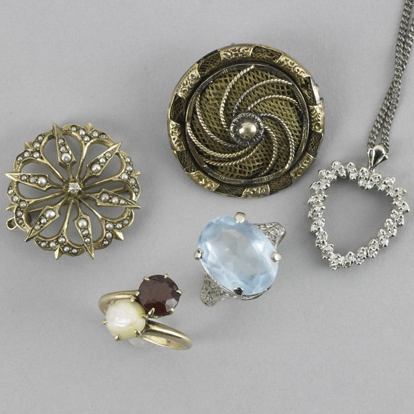 2044: COLLECTION OF GOLD JEWELRY