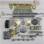 2274 COLLECTION OF JEWELRY