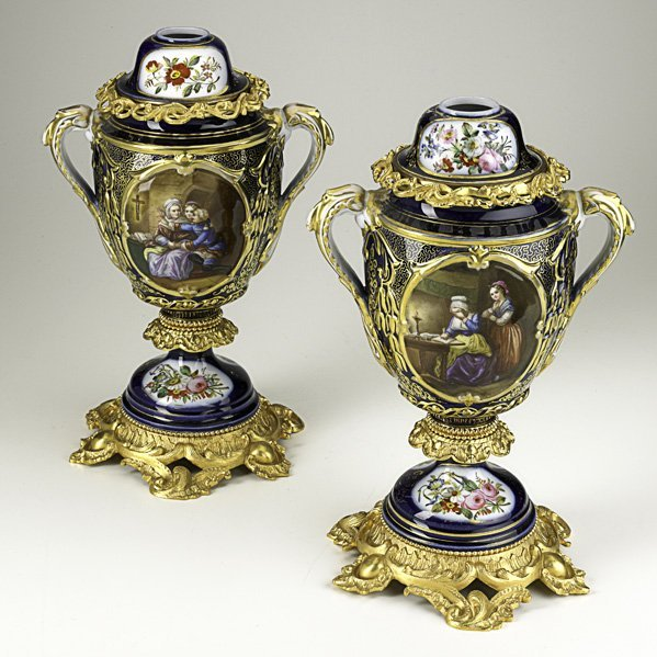 1382: PAIR OF CONTINENTAL PORCELAIN URNS