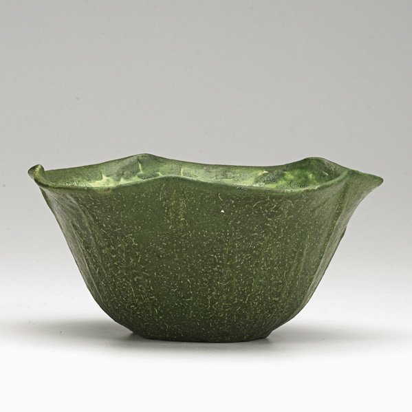 9: GRUEBY Scalloped bowl