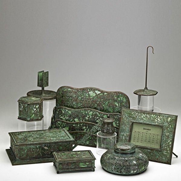 930: TIFFANY STUDIOS Ten desk set pieces
