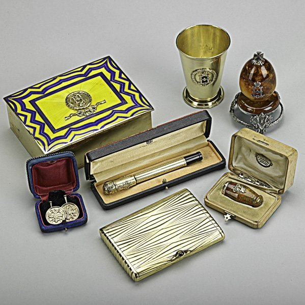 11: RUSSIAN AND OTHER GOLD, SILVER OR GILT ACCESSORIES