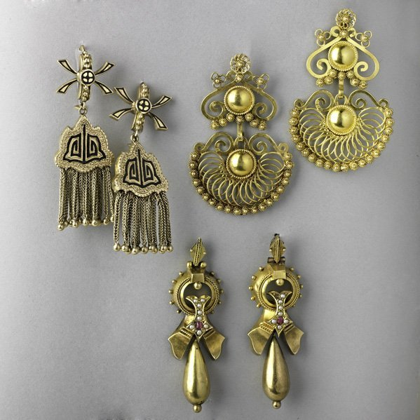 1005: THREE PAIRS GOLD EARRINGS, 19TH AND 20TH C.