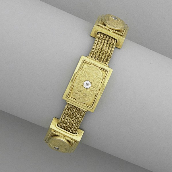 1010: PAPAL STATES NEOCLASSICAL GOLD BRACELET, 19TH C.