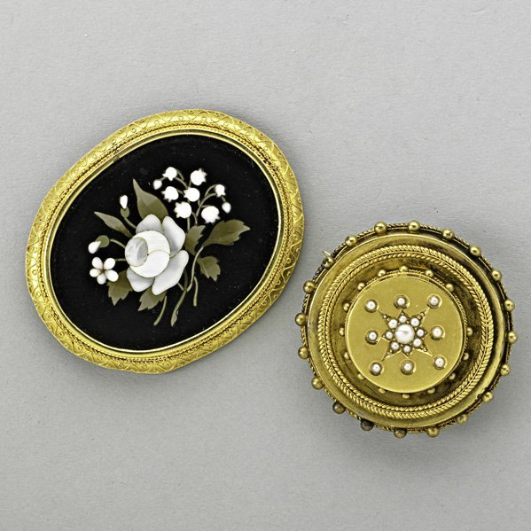 1016: TWO VICTORIAN GOLD BROCHES