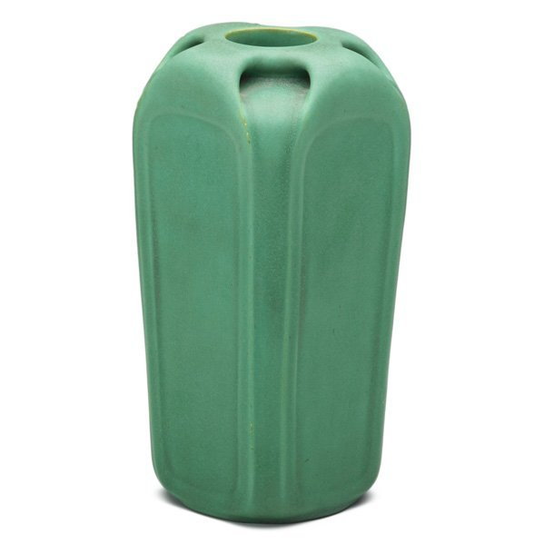 TECO Four-side buttressed vase