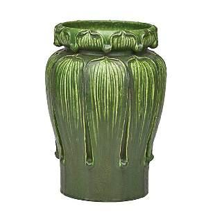 GRUEBY Early Kendrick vase