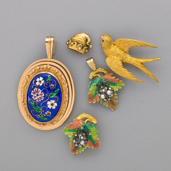 GROUP OF NATURALISTIC GOLD OR ENAMEL JEWELRY