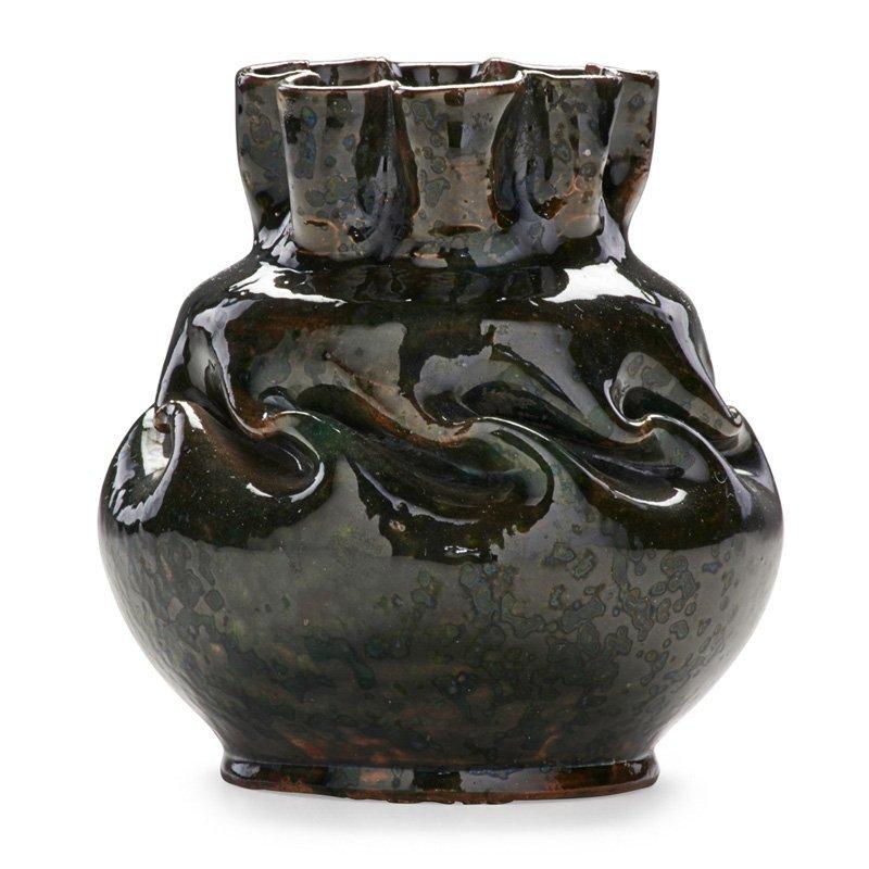 GEORGE OHR Vase, ruffled rim