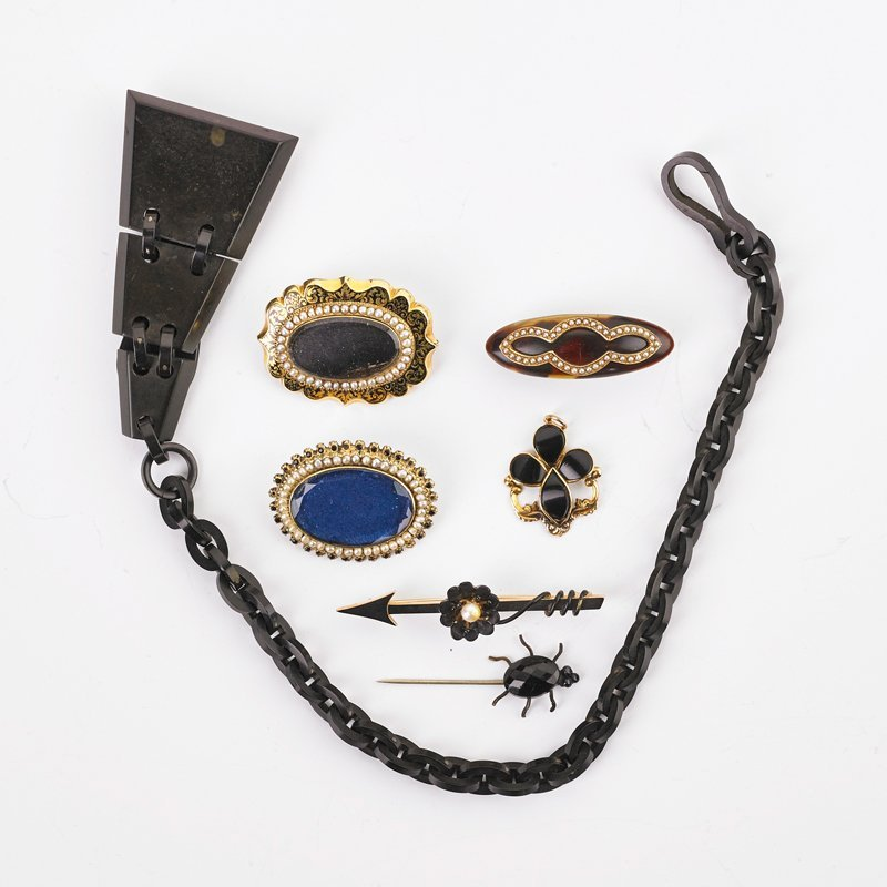 COLLECTION OF VICTORIAN MOURNING JEWELRY
