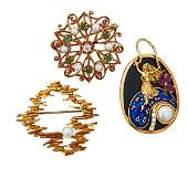 THREE YELLOW GOLD GEMSET BROOCHES