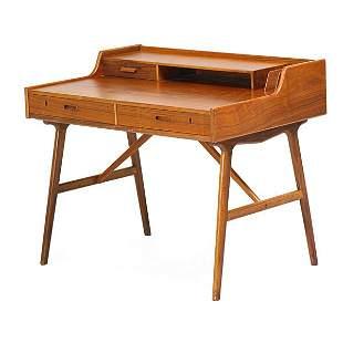 ARNE WAHL IVERSEN Desk