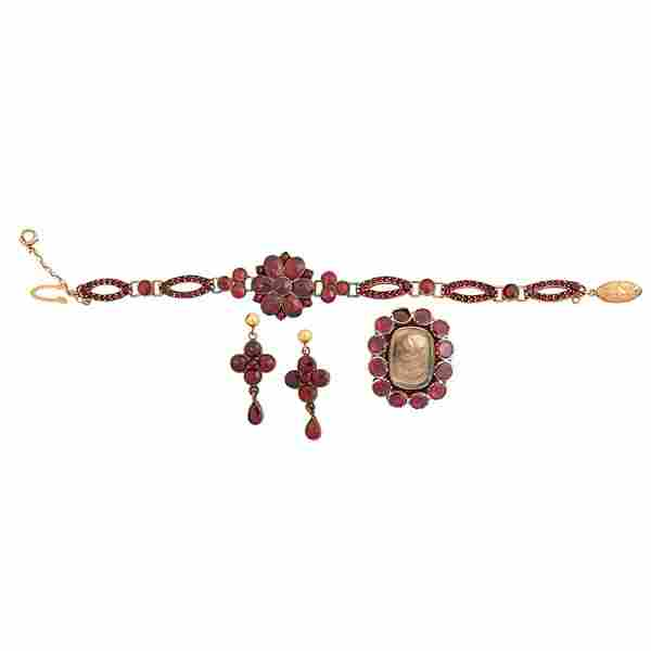COLLECTION OF BOHEMIAN GARNET JEWELRY, INCL. GOLD