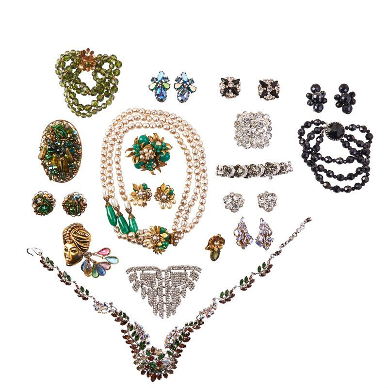26 PIECES OF COLORFUL COSTUME JEWELRY