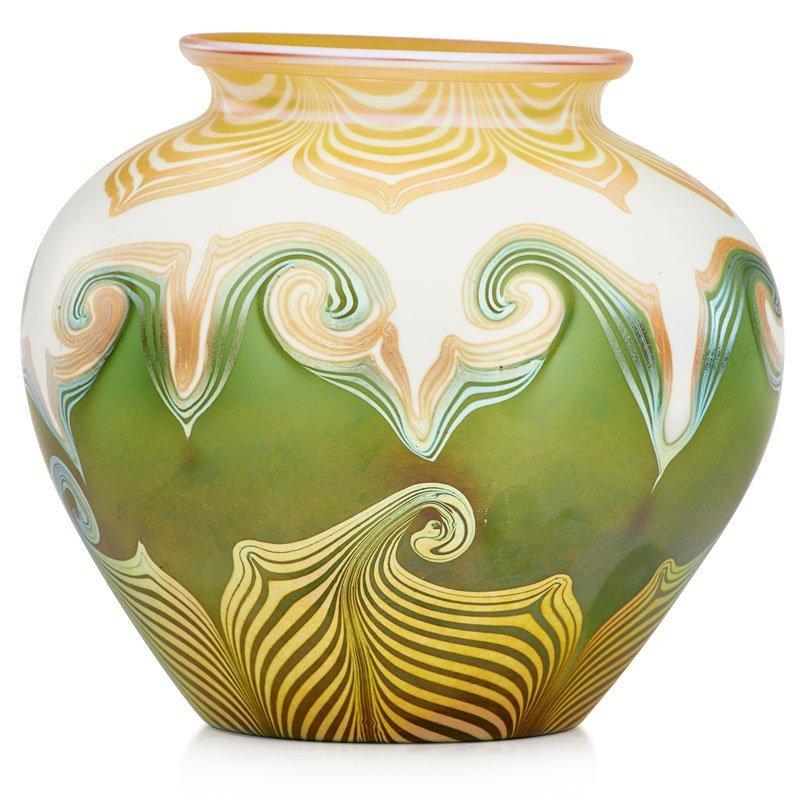 QUEZAL Glass vase