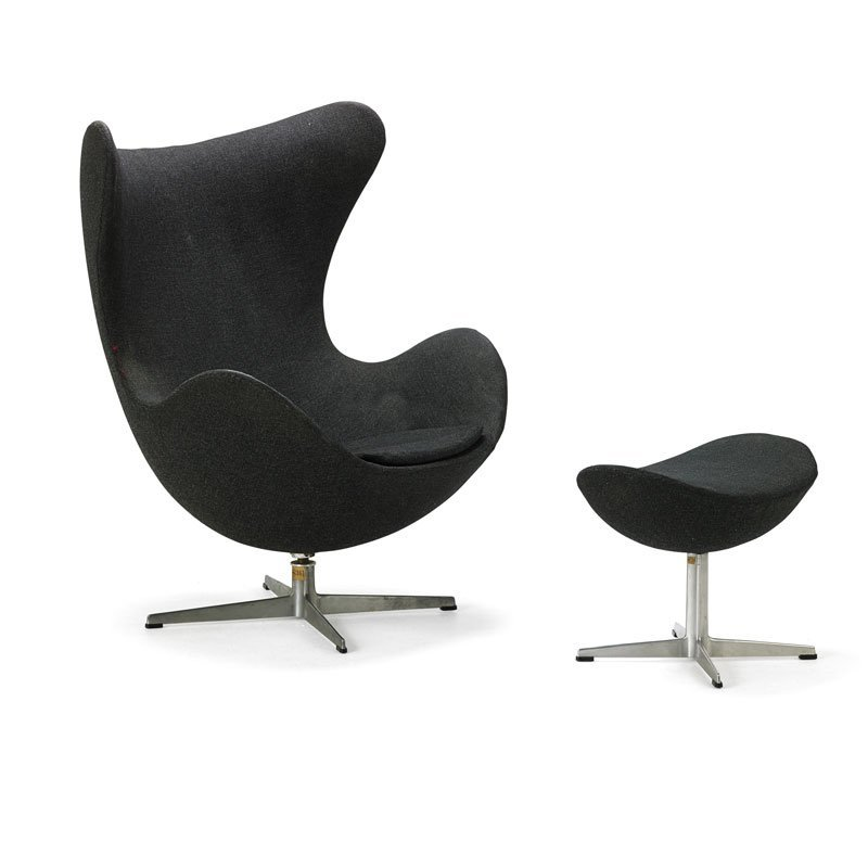 ARNE JACOBSEN Early Egg chair and ottoman