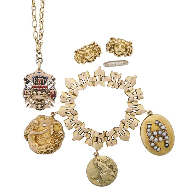 FIVE PIECES ORNATE GOLD JEWELRY