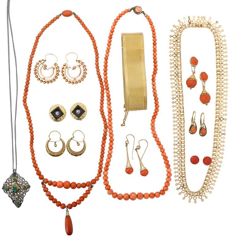 19 PIECES 19TH C. GOLD, CORAL OR EMERALD JEWELRY