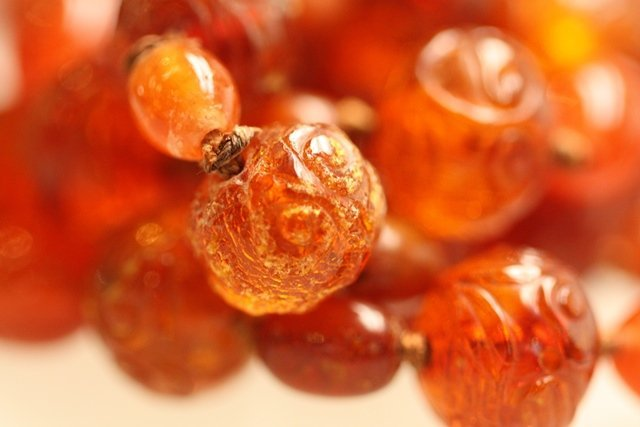 COLLECTION OF ANTIQUE CHINESE OR JAPANESE AMBER - 8