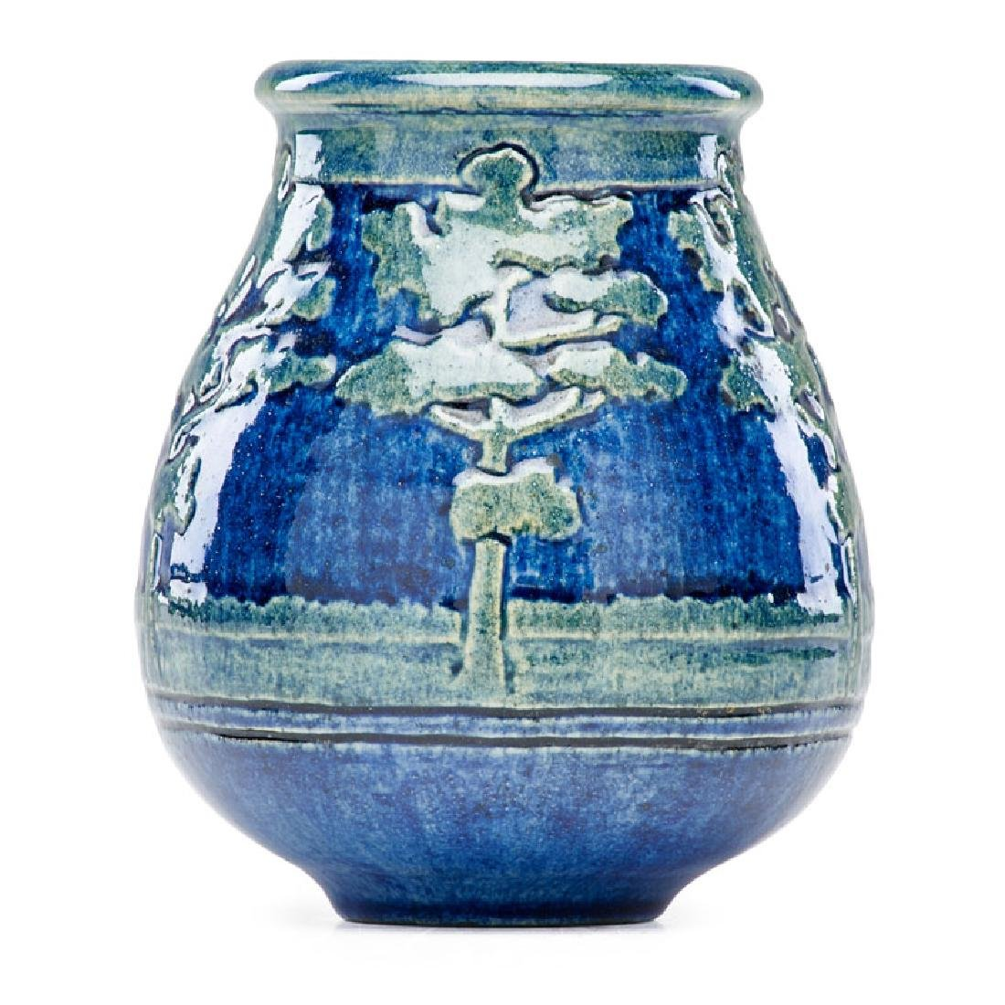 NEWCOMB COLLEGE Early cabinet vase