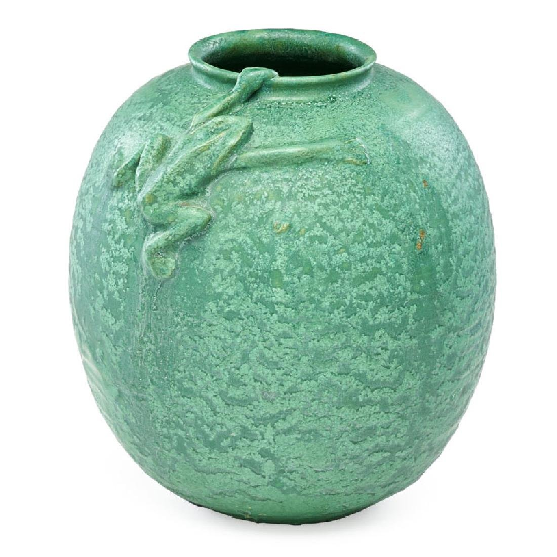 WHEATLEY Vase with frog