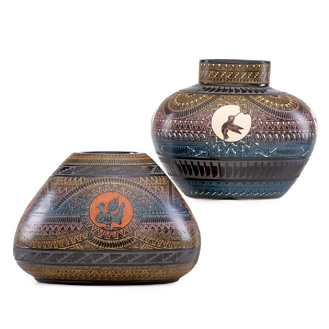 MARVIN BLACKMORE Two hand-etched vases - 3