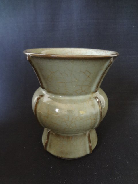 Song Dynasty Guan-yao Vase (with Authenticity Cert.)
