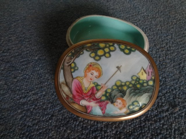20th Century Famille Rose Figure Porcelain Box