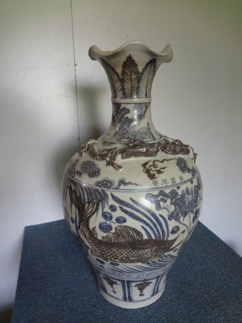 Magnificient Ming Dynasty Fish & Dragon Vase