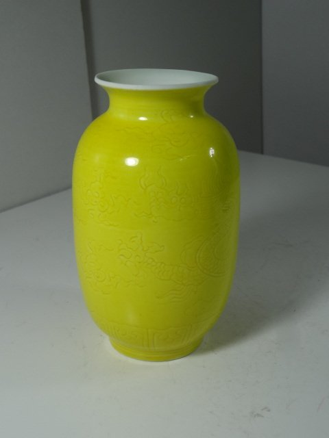 Ming Dynasty Chenghua Period Imperial Yellow DragonVase
